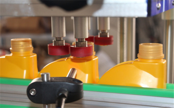 Automatic 4 Wheels Bottle Capping Machine Details